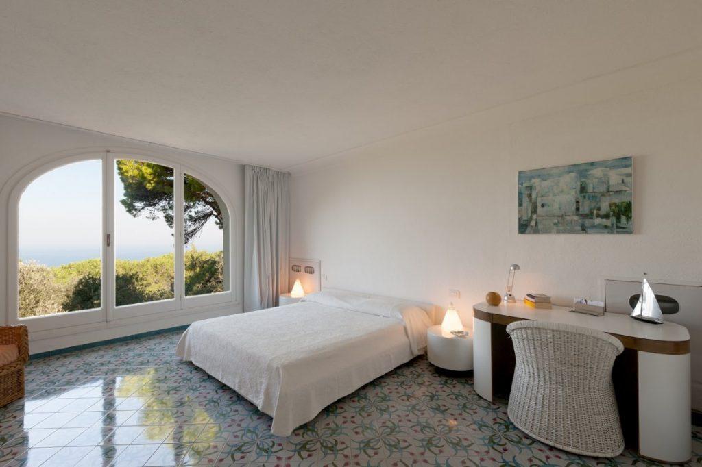 9-Villa-Mareluce-master-bedroom-ground-floor_1200x799